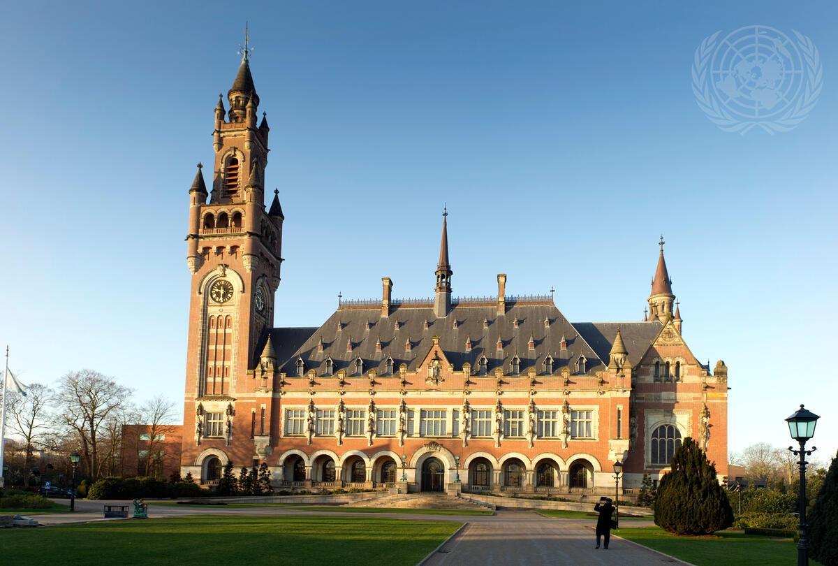 Den Internasjonale domstolen holder til i Fredspalasset i Haag, Nederlandog er det eneste av FNs hovedorganer som ikke er i New York. Foto: UN Photo/ICJ/Capital Photos/Gerard Van Dalen.