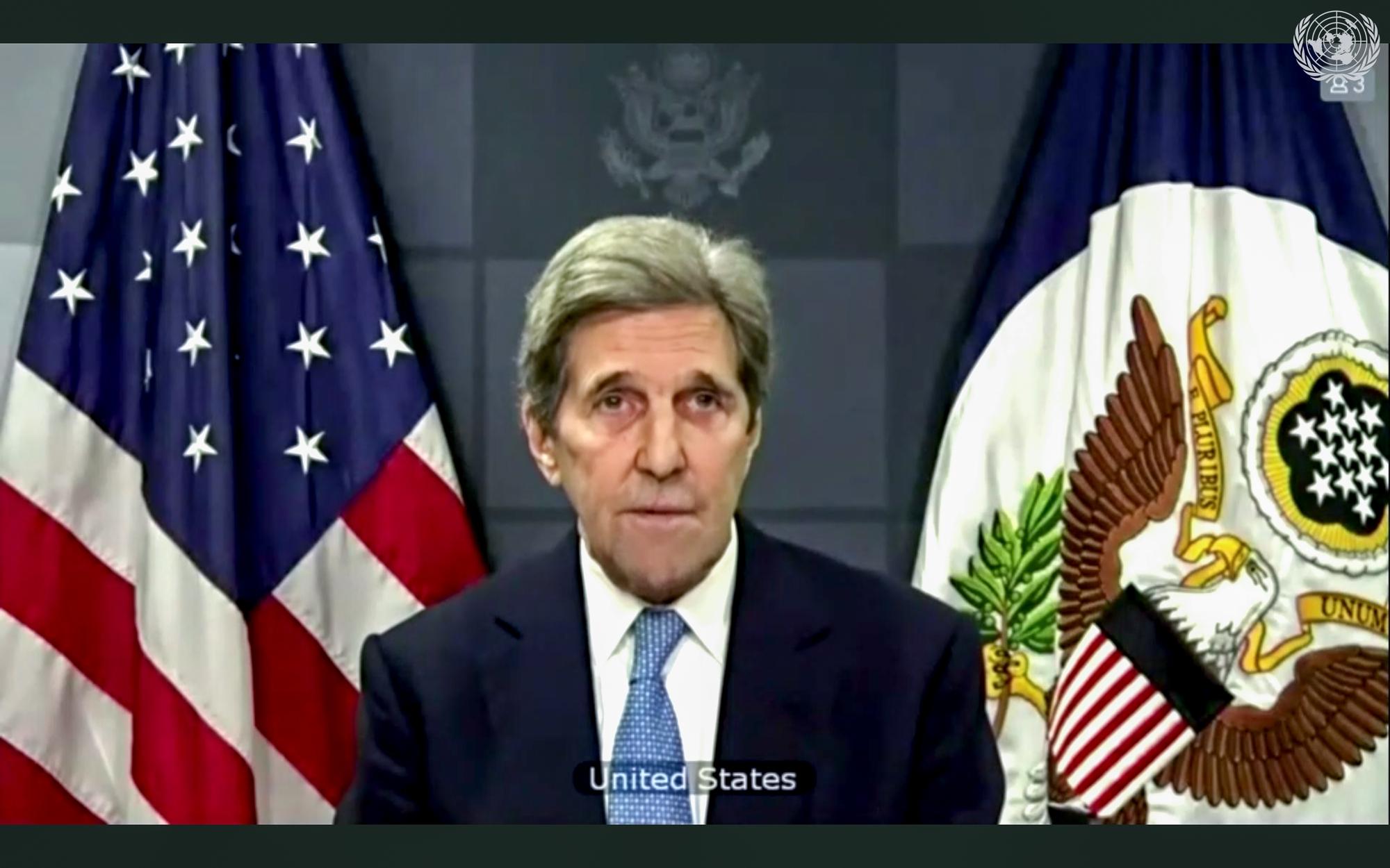 """""""Det er på tide å behandle klimakrisen som den alvorlige sikkerhetstrusselen den faktisk er.""""Den amerikanske presidentens spesialutsending for klima, John Kerry taler i Sikkerhetsrådet 23. februar. Foto: UN Photo/Eskinder Debebe"""