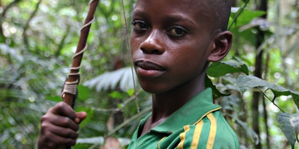 Gutt med pil og bue, DR Kongo Foto: Brita Ingebrigtsen/Regnskogfondet