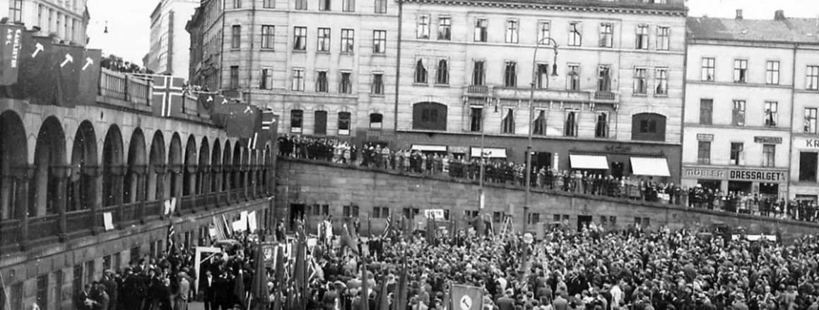 1.mai demonstrasjon på Youngstorget fra 1960-tallet. Fotograf ukjent, ingen rettighetshavere