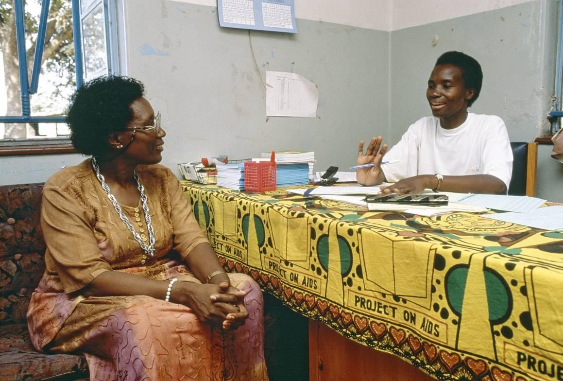 Frivilliges innsats for å spre informasjon om AIDS i Zambia har stor betydning for befolkningen. Foto: UN Photo