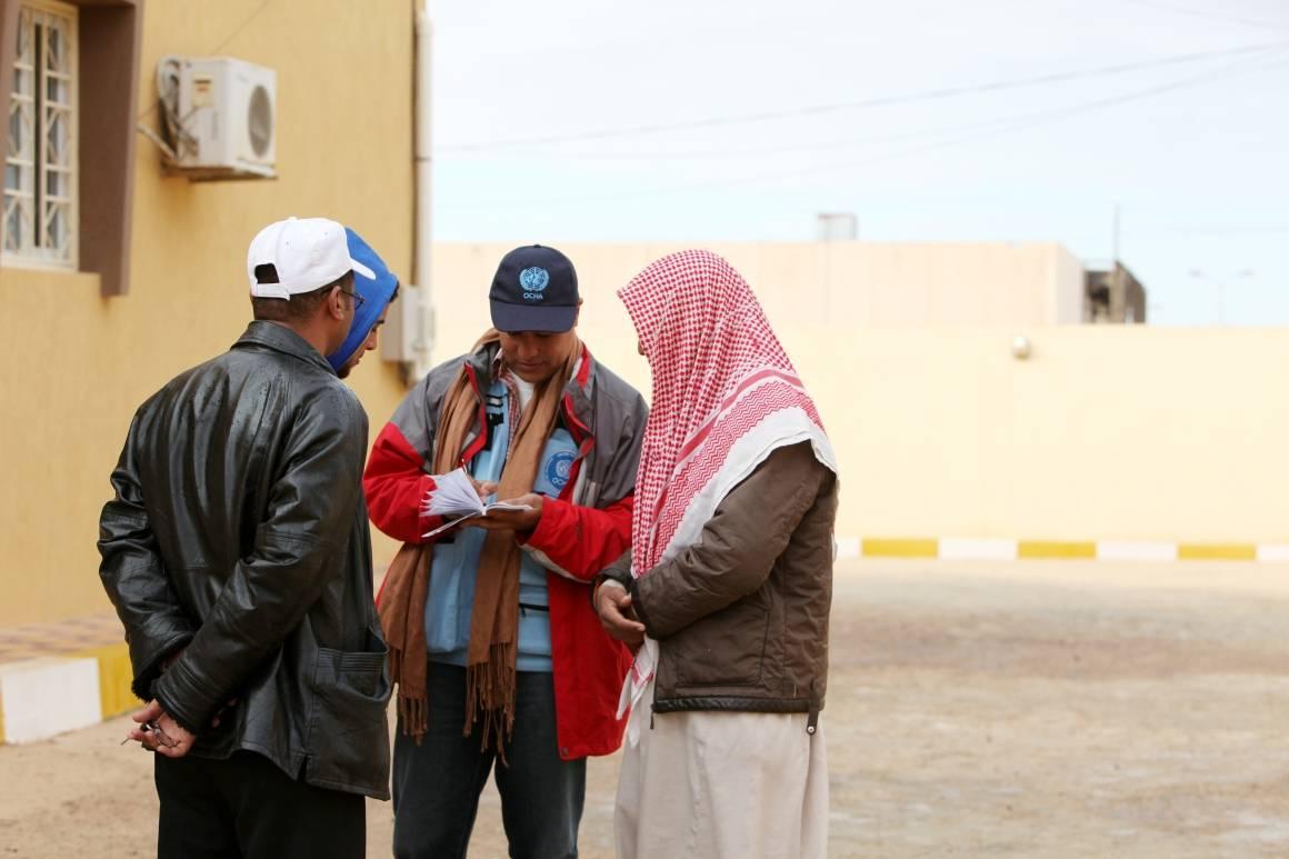 OCAH hjelper flyktninger på grensen mellom Egypt og Libya. Foto:UN Photo/OCHA/David Ohana