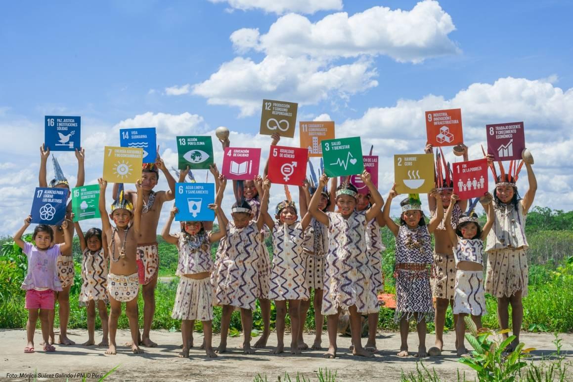 Disse barna i Peru er opptatt av FNs bærekraftsmål. Foto: UN Photo.