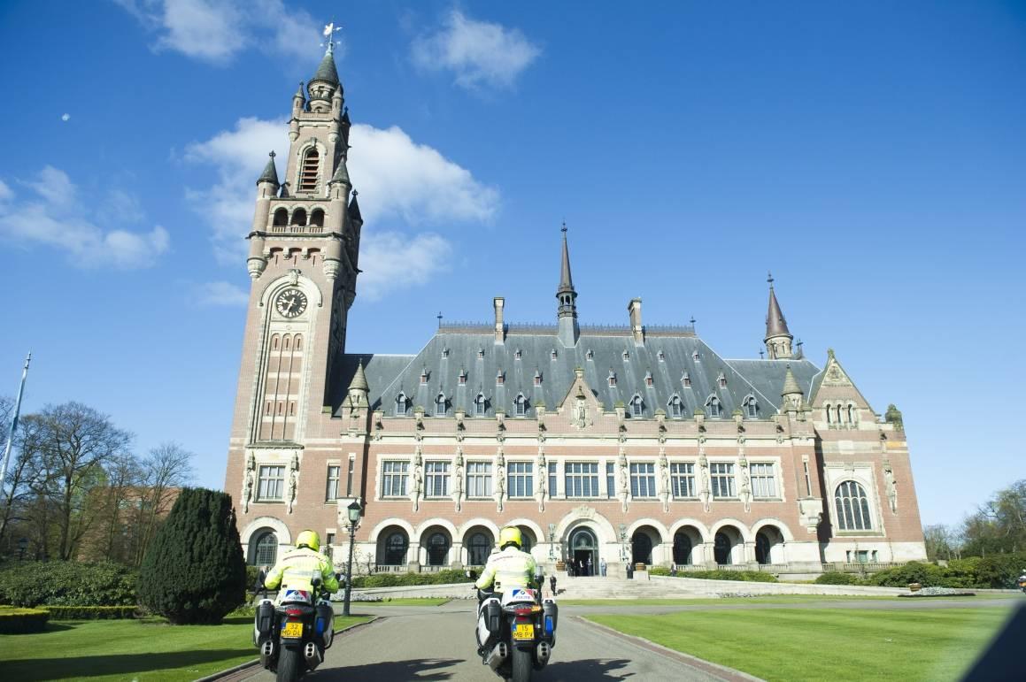Bildet viser bygningen der Den internasjonale domstolen holder til i Haag. Foto: UN Photo/Rick Bajornas