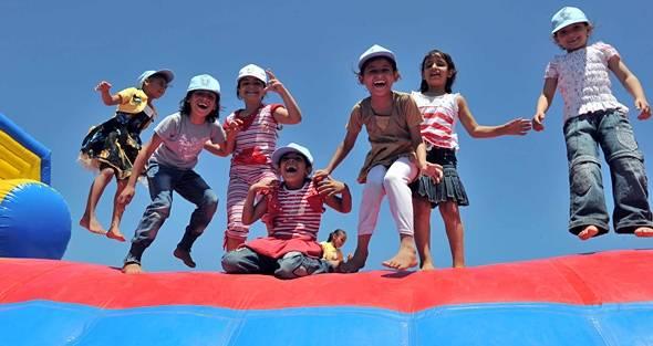 Barn i Gaza deltar på sommerleker 2011. Foto: UN Photo/Shareef Sarhan.