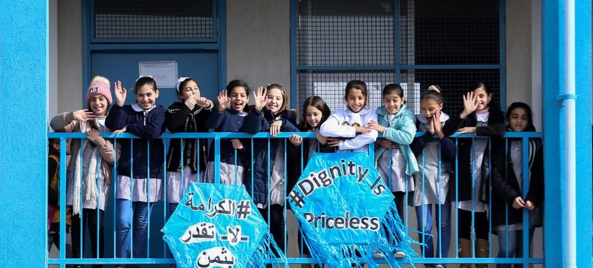 Palestinske barn feirer her lanseringen av UNRWAs kampanje Dignity is Priceless. Foto: UNRWA