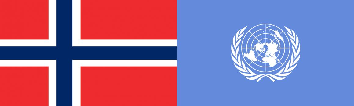 Norges flagg og FN-flagget side om side