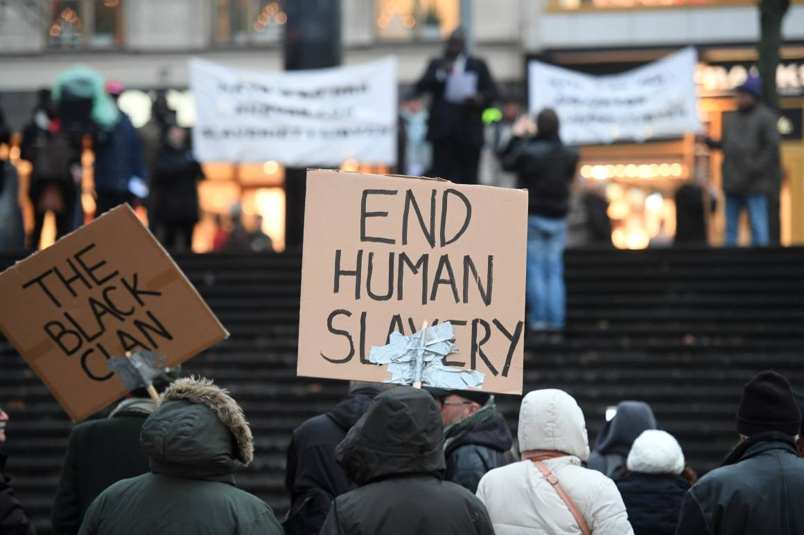 Mennesker som demonstrerer
