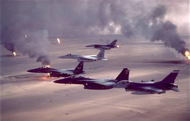 Bildet viser amerikanske jagerfly som opererer til fordel for Kuwait etter det irakiske okkupasjonen av landet i 1990. Foto: US Air Force/Flickr