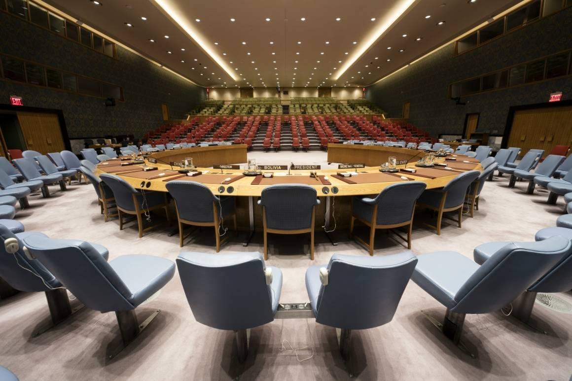 Sikkerhetsrådet møttes for et krisemøte om spenningene mellom Israel og Palestina denne mandagen. Alle møter skjer nå virtuelt og Sikkerhetsrådssalen står tom. Foto: UN Photo