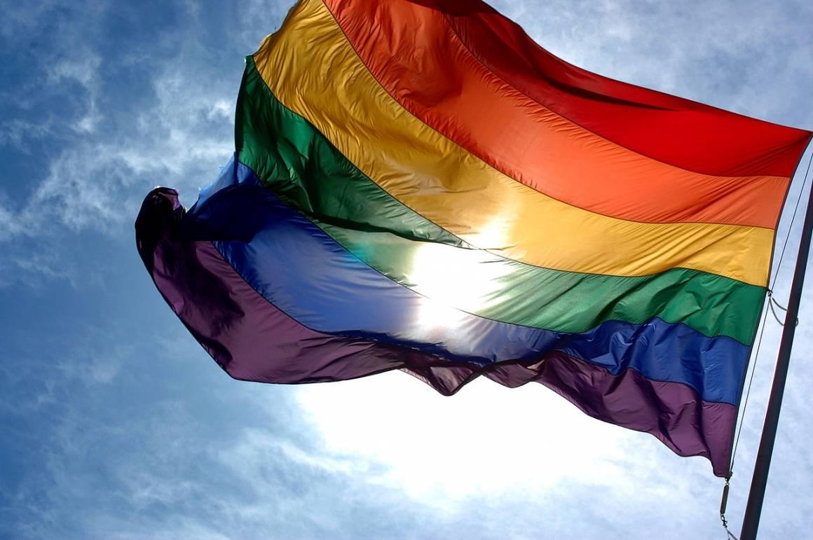 Bilde av regnbueflagget.