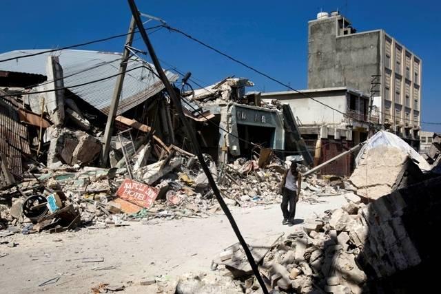 Sentrum av Porte-au-Prince etter jordskjelvet er kun ruiner. Bilde:UN Photo/Marco Dormino