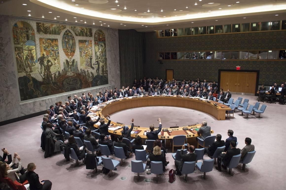 Foto av Sikkerhetsrådet under diskusjon om Syria i 2015.