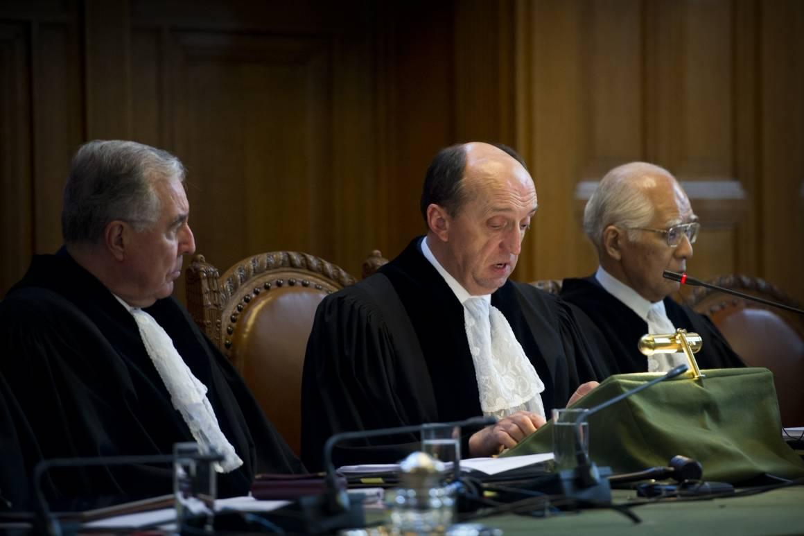 Presidenten for ICJ Peter Tomka åpner domstolens høring i en sak mellom Nicaragua og Colombia i 2012. Foto: UN Photo/Frank van Beek