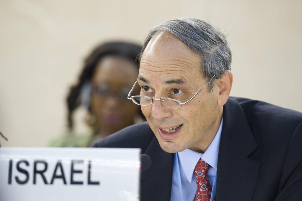 Israels representant til Menneskerettighetsrådet, Eviator Manor, under en diskusjon om Israels luftangrep mot Gaza i juli 2014. Foto: Violaine Martin/UN Photo