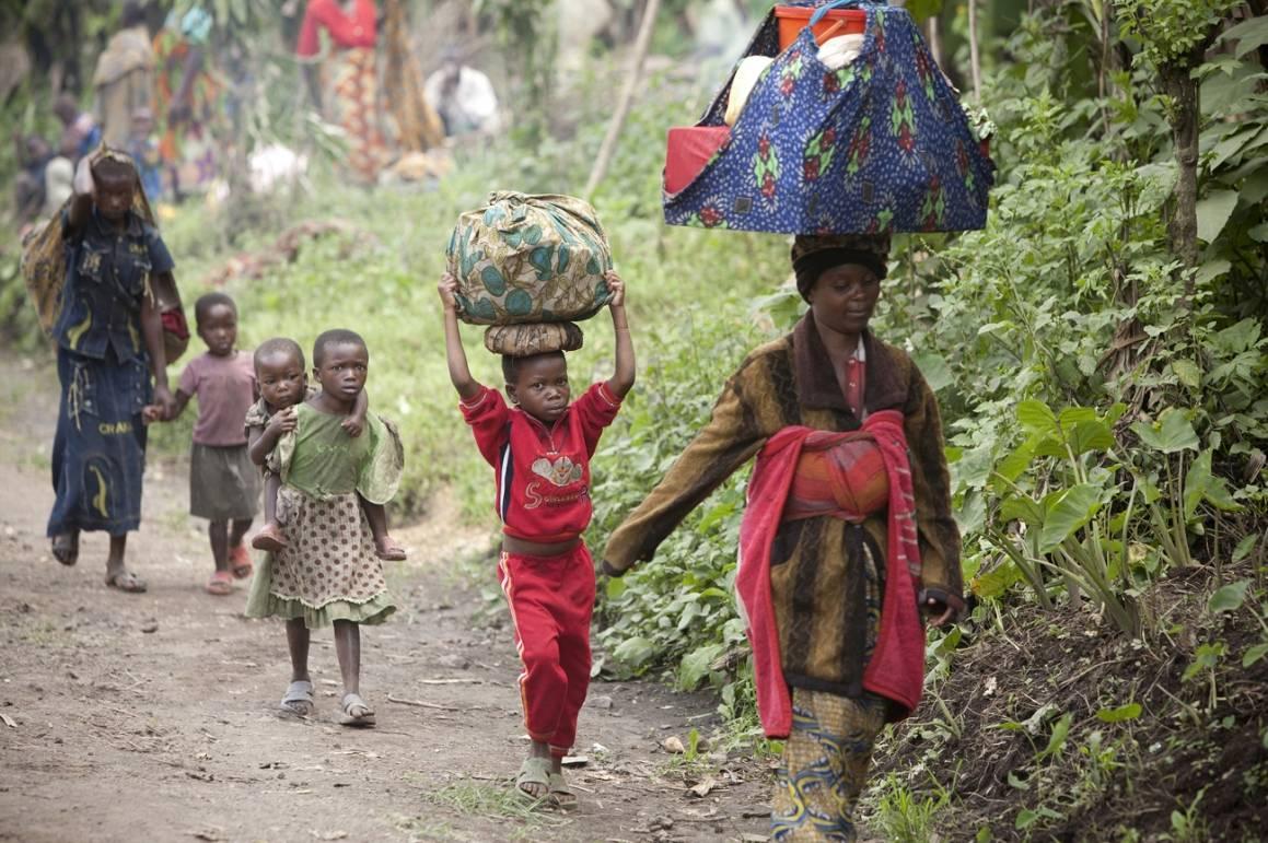 Mennesker på flukt Foto: IRIN/Sigfried Modola