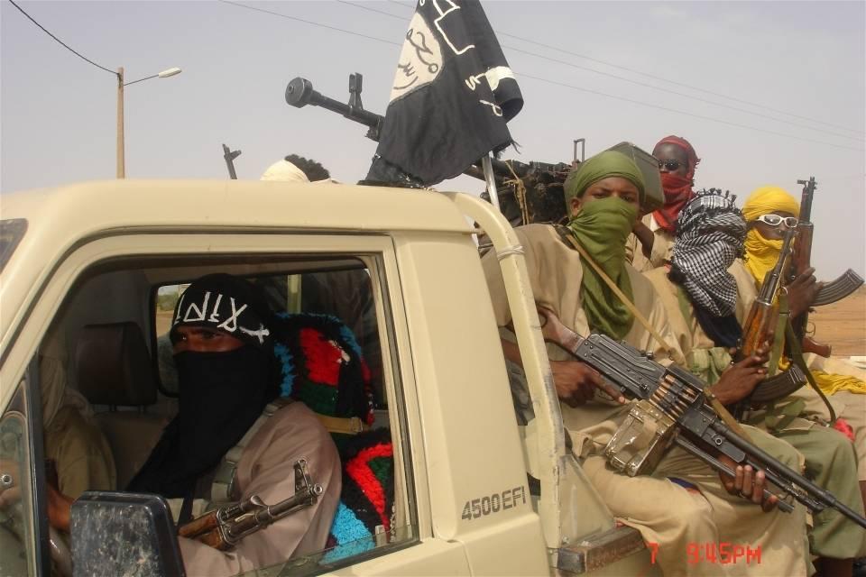 Medlemmer av opprørsgruppen Movement for Oneness and Jihad in West Africa (MUJWA). Foto:Brahima Ouedraogo/IRIN Photo