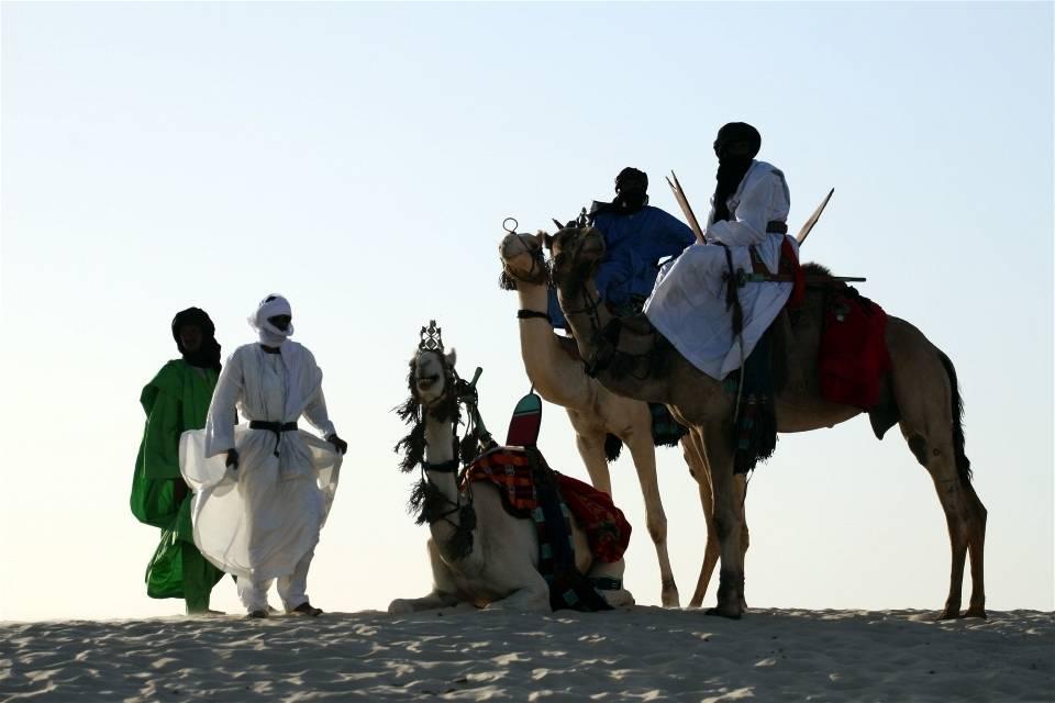 En gruppe tuareger ved en oase i ørkenen, vest for Timbuktu. Foto: Tugela Ridley/IRIN Photos