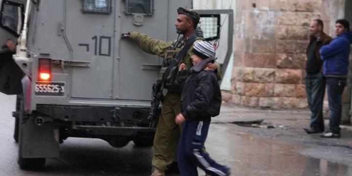 I februar 2010 ble Amir (10) arrestert i Hebron, anklaget for å ha kastet stein på israelske soldater. Israel blir kritisert av menneskerettighetsorganisasjoner for arrestasjoner av mindreårige. Foto: Alex Sheidegger