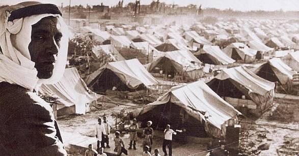 I 1948 flyktet palestinerne først og fremst til Gaza, Vestbredden og Jordan, samt Libanon og Syria. Der ble flyktningleire opprettet, slik som på dette bildet fra 1948. Rundt 5 millioner palestinere er flyktninger også i dag, noe som utgjør ca. halvparten av det palestinske folket.