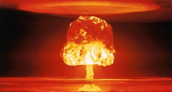 Atombomben er den sterkeste våpentypen som finnes. Den er kjent for å ha en sopp-formet eksplosjon.