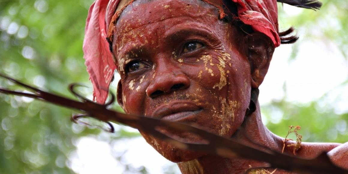 Riki Ikimo fra Lokuku i DR Kongo deltar på urfolkfestival i mars 2015. Foto: Brita Ingebrigtsen/Regnskogfondet