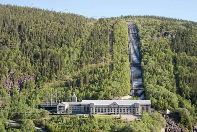 Industrien på Rjukan har stor historisk betydning. Vann ble gjort om til elektrisk kraft, og kunstgjødsel ble produsert for et voksende verdensmarked. Den moderne industrikulturen tok over for fattig bondekultur. I dag er stedet verdensarvlisten.