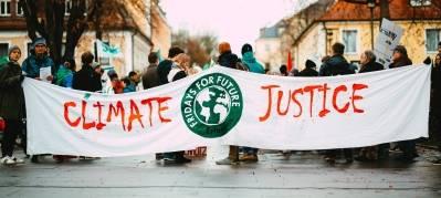 Klimahandlinger og menneskerettigheter må ses i sammenheng. Foto: Markus Spiske/Unsplash.