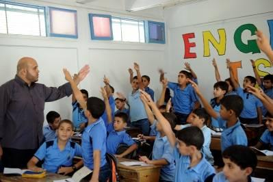 En klasse på en gutteskole drevet at UNRWA får engelskundervisning. Foto: UN Photo/Shareef Sarhan