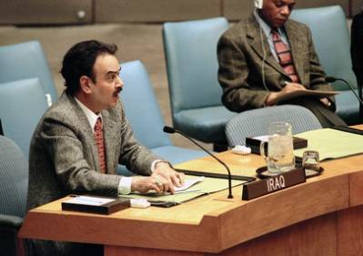 Den irakiske FN ambassadøren taler til Sikkerhetsrådet i 1998 når de diskuterer de amerikansk-britiske militæraksjonene mot Irak. Foto: UN Photo/Evan Schneider