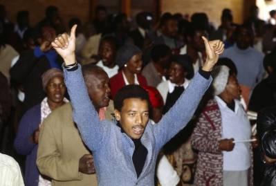 Denne typen politisk aktivitet var ulovlig for afrikanere i Sør-Afrika da dette bildet ble tatt i 1982. UN Photo.