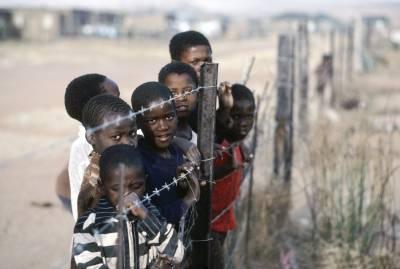 Disse barna bor i «hjemlandet» KwaZulu. Bildet er fra 1982. UN Photo.