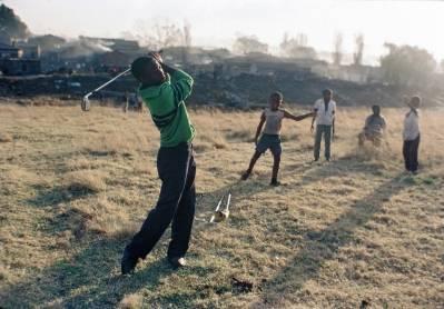 Disse barna vokser opp i usikkerhet. De har ikke tillatelse til å bo der de bor, og står hele tiden i fare for å bli kastet ut av politiet. UN Photo/Marc Vanappelghem