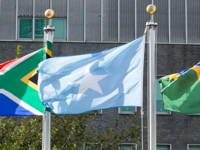 Somalias flagg uten for FNs hovedkvarter. Foto: UN Photo/Loey Felipe