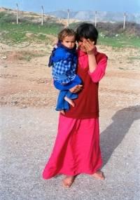 En kvinne gråter over å være på flukt etter uroligheter i regionen Suleimaniyah i 1991. Foto: UN Photo/John Isaac